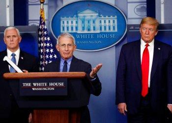 Foto tomada el 17 de abril del 2020 del presidente estadounidense Donald Trump, el vicepresidente Mike Pence y el director del Instituto de Alergias y Enfermedades Infeccionsas, doctor Anthony Fauci, en la Casa Blanca en Washington. (AP Photo/Alex Brandon, File)