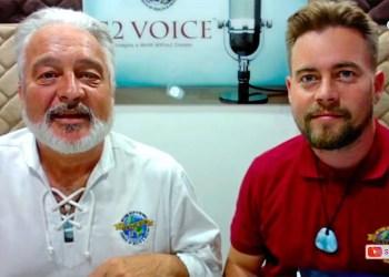 El obispo Mark Granon (a la izquierda) de la Iglesia Génesis II de la Salud y Cura durante su programa radial semanal. | Captura de pantalla.