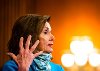 La presidenta de la Cámara de Representantes, Nancy Pelosi, habla en conferencia de prensa en el Capitolio e 7 de mayo de 2020. Foto: Manuel Balce Ceneta/AP.