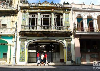 37 enfermos fueron detectados en La Habana, y uno en Matanzas, ayer domingo. 17 pacientes recibieron el alta y 3 estaban reportados de grave. Foto: Otmaro Rodríguez