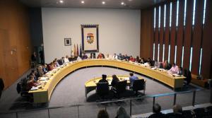 El Pleno muestra su apoyo a la URJC, instando a que se investigue el máster de Cifuentes