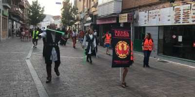 Cientos de personas asisten al Desfile de la Fantasía