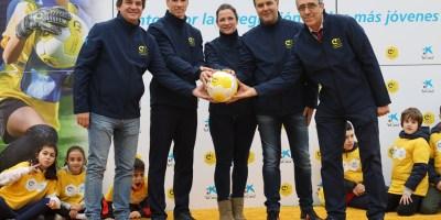 Fernando Torres inaugura un campo de fútbol en su cole