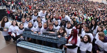 3.500 estudiantes de Fuenlabrada marchan en contra del acoso escolar