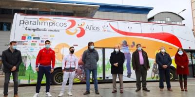 El bus del 25 aniversario del Comité Paralímpico Español visita Fuenlabrada