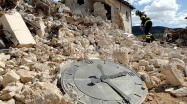 orologio-distrutto-l-aquila-terremoto