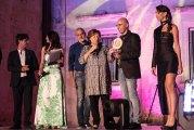 Paola Cacianti consegna Premio della Critica a Gianpaolo Proietto ph. Enzo Dell'Atti.