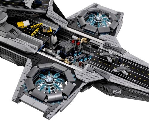 Lego-Avengers-Helicarrier-7
