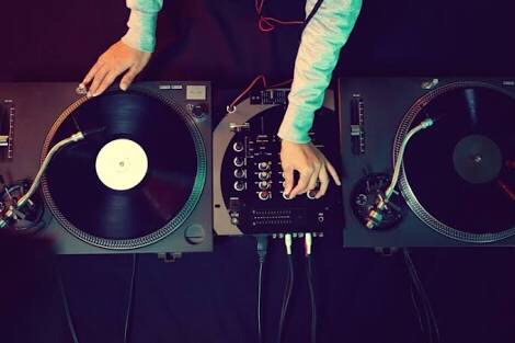 DJ初心者がする練習方法とは?上手くなるコツや上級者になるには?