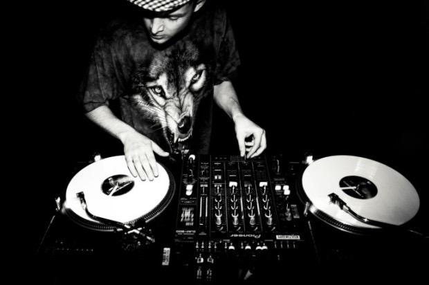 DJ初心者が観ると為になる動画集!スクラッチや繋ぎの練習は?
