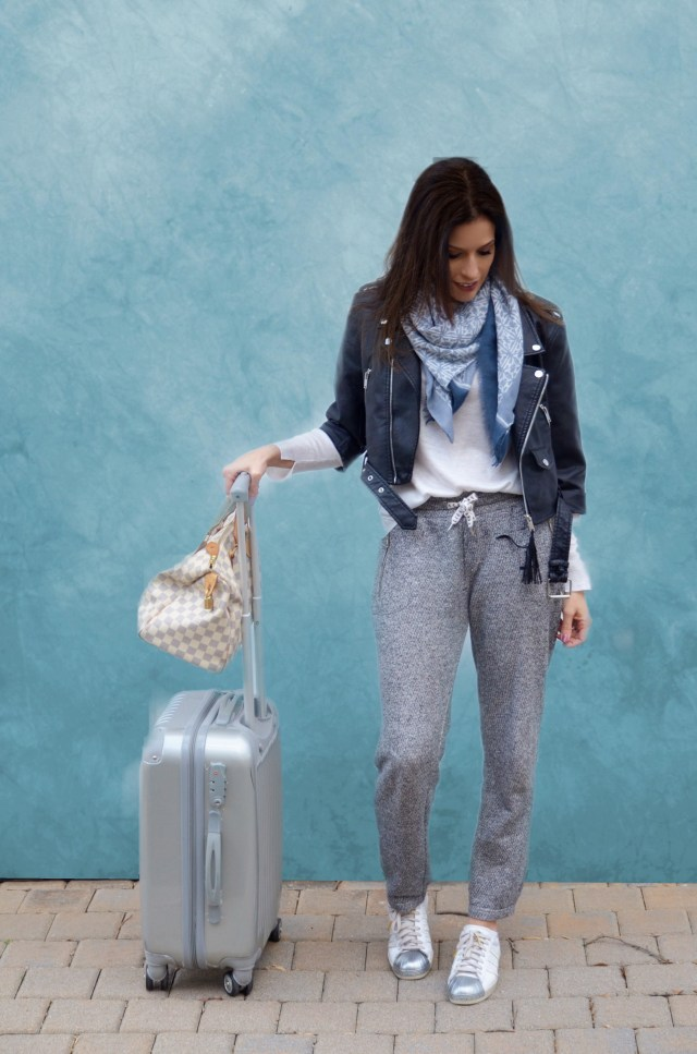 outfit–travel–fashion–comfy