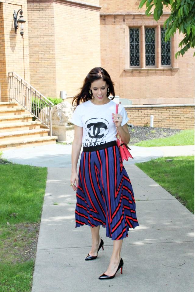 girl–t-shirt–skirt