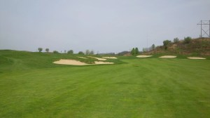 Unless the wind is perfectly at your back, reaching the 2nd green in two would require a carry of 260-275 yards to avoid all mounds and bunkers guarding the green.