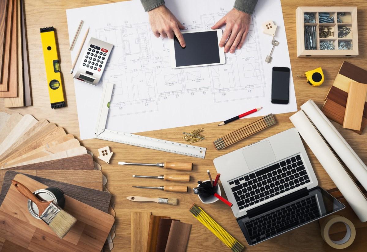 construction-engineers-desk-PV3DNMC.jpg?fit=1200%2C824&ssl=1