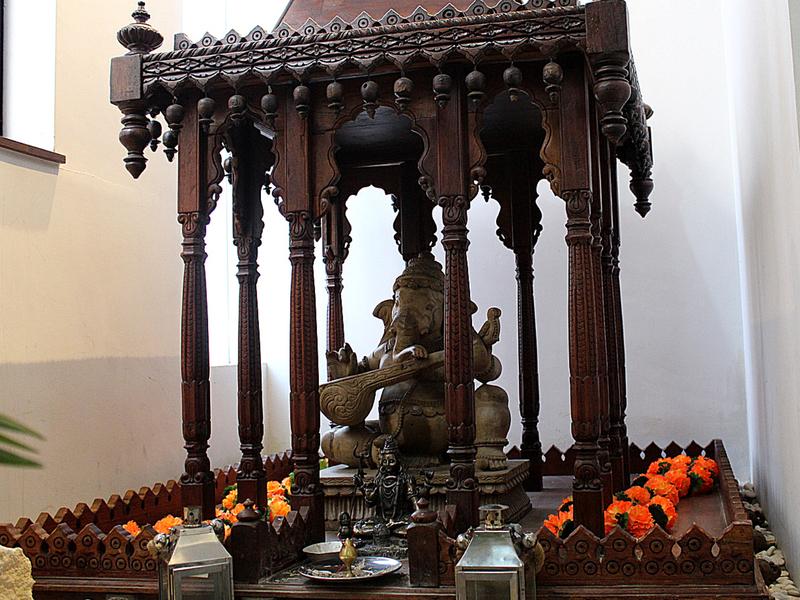 itihaas elephant statue