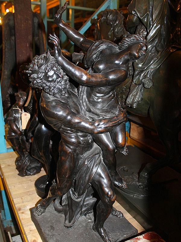rape of Daphne statue