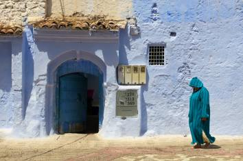 chefchaouen_woman_in_whood_mini