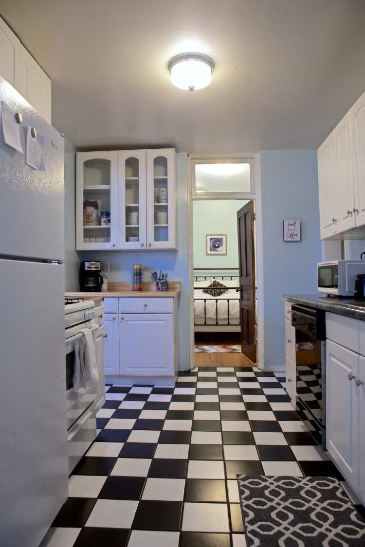 Where to stay in Albuquerque - Casitas Airbnb kitchen