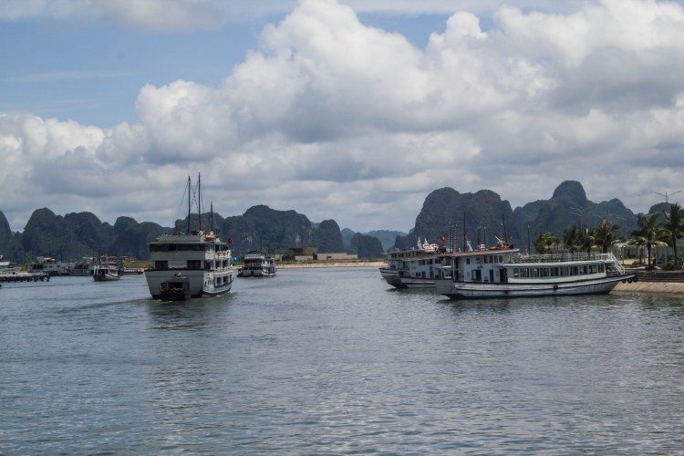 17 Amazing Photos That Will Make You Want To Visit Halong Bay NOW   Ha Long Bay, Vietnam