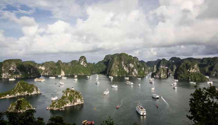 17 Amazing Photos That Will Make You Want To Visit Halong Bay NOW | Ha Long Bay, Vietnam