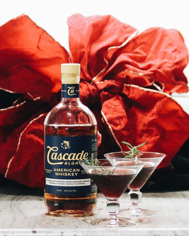 Winter Whiskey Drinks - pomegranate manhattan
