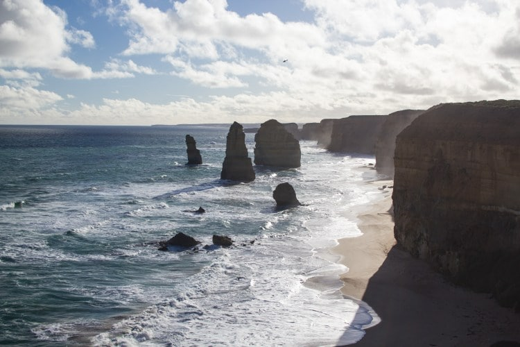 the-great-ocean-road-1-day-tour-12-apostles1