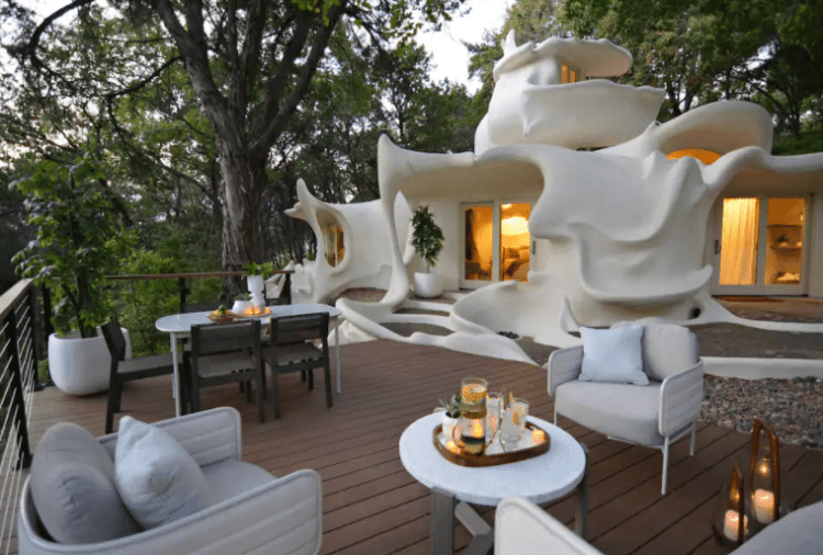 Austin Bloomhouse - Coolest Airbnbs in Austin