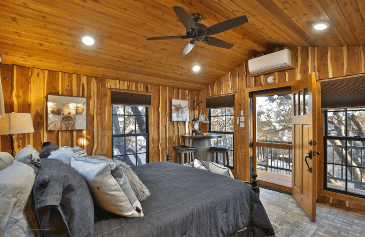 texas treehouse rental bedroom