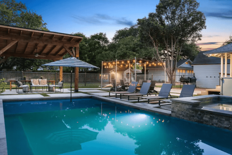 Fredericksburg Airbnb with pool for girls trip