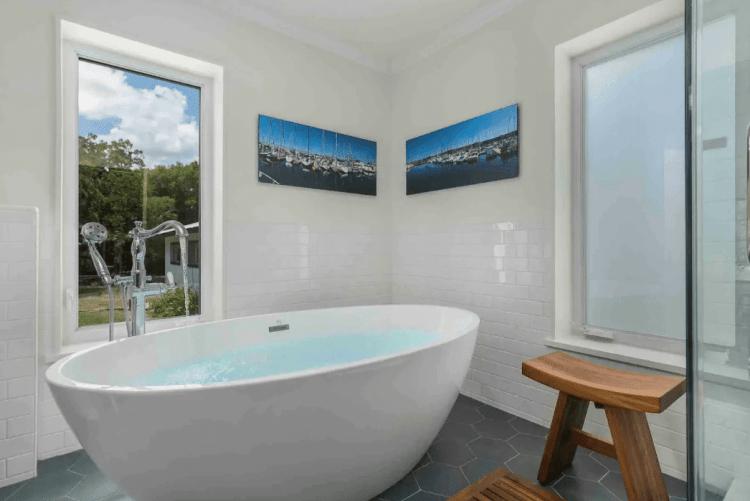 Bathtub in Fredericksburg Airbnb