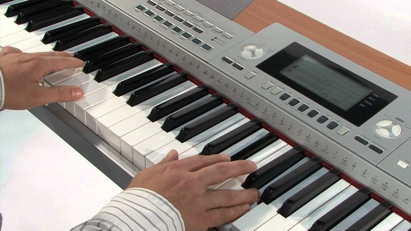 A student learning how to play a keyboard