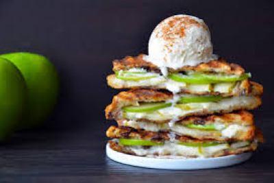 apple pie panini serving
