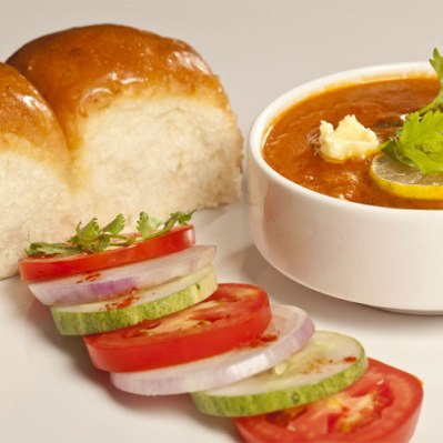 soup curry with bread rolls