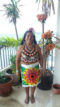 Our teacher of Emberá bed'ea, Elsa Carpio.