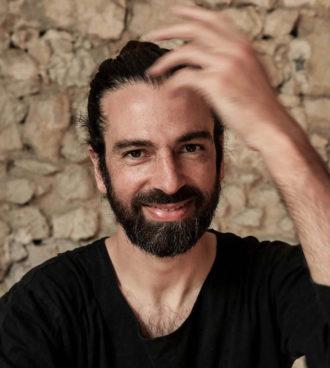 Guillaume_LaPlane conscient_dance_conference sur une tribune