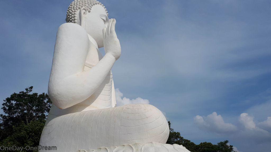 mihintale-statue-sri-lanka