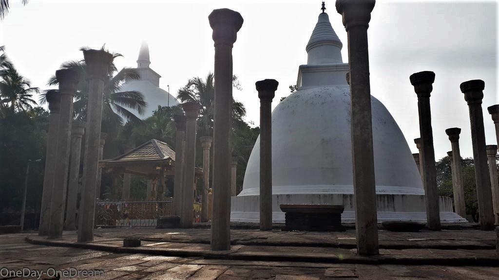 stupa-mihintale