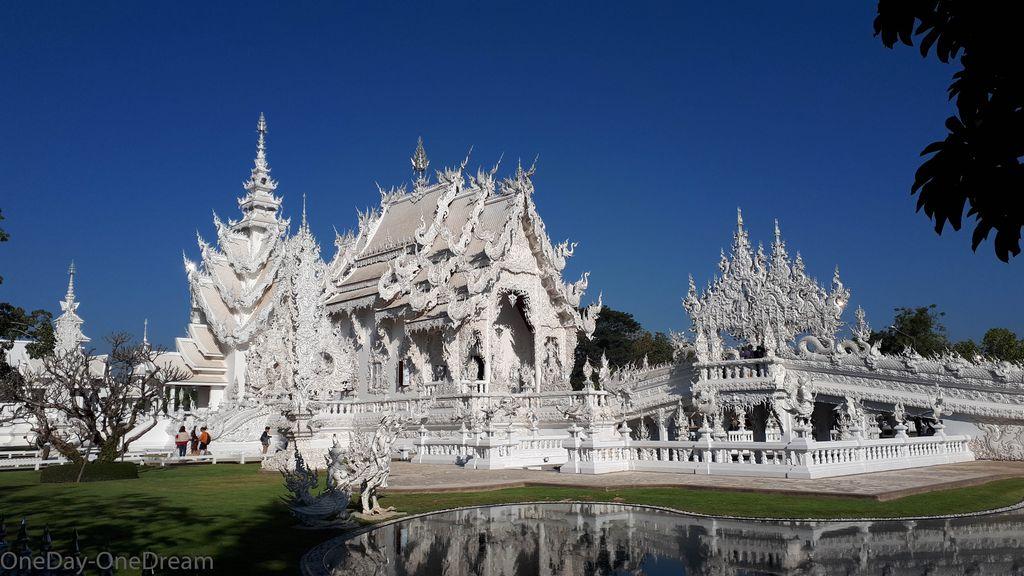 chiang-rai-white-temple-thailand