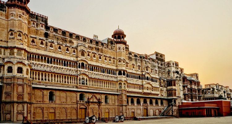One Day Bikaner Local Sightseeing Trip by Car Junagarh Fort