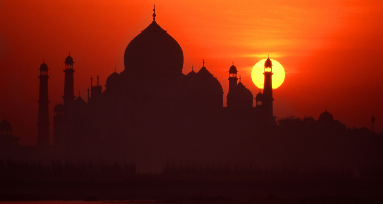 Package glimpse One Day Delhi to Taj Mahal Sunrise Trip by Car