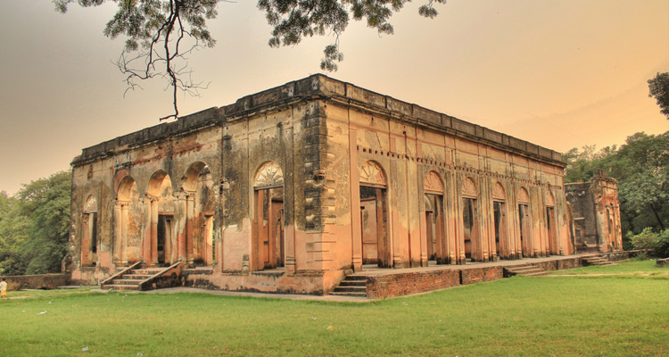British Residency with One Day Lucknow Local Sightseeing Trip by Taxi