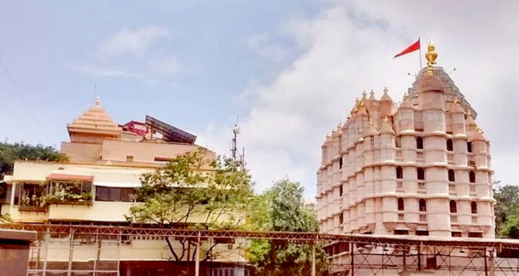 One Day Mumbai Local Sightseeing Trip by Car Siddhivinayak Temple