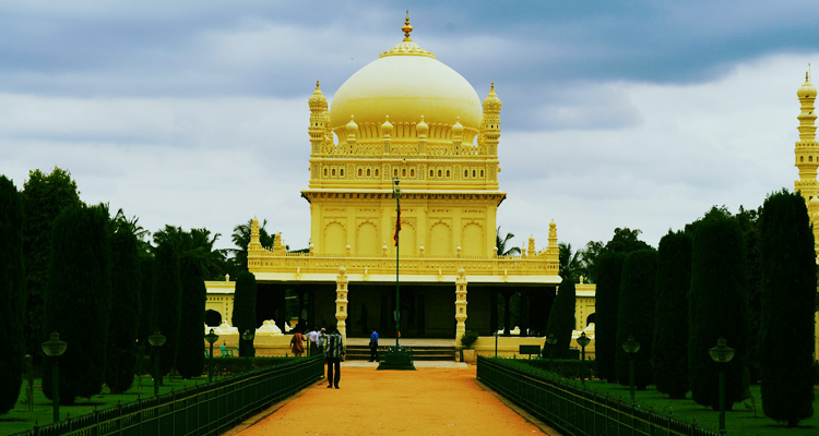 One Day Mysore Local Sightseeing Trip by Car Tombs of Tipu Sultan & Hyder Ali (Gumbaz)