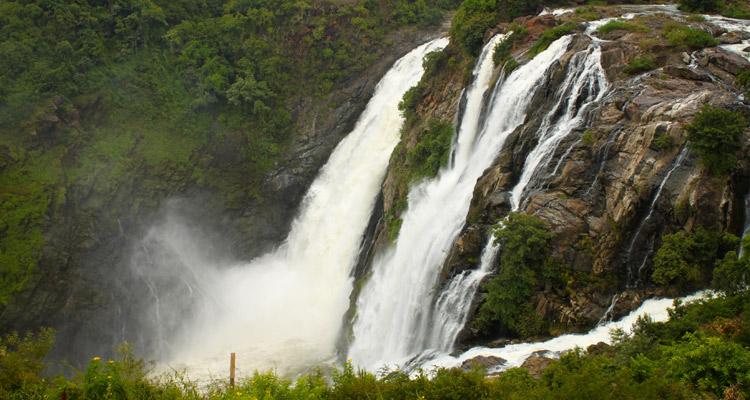 One Day Mysore to Shivanasamudra Falls Trip by Car Shivanasamudra Falls (Gaganachukki and Barachukki Falls)