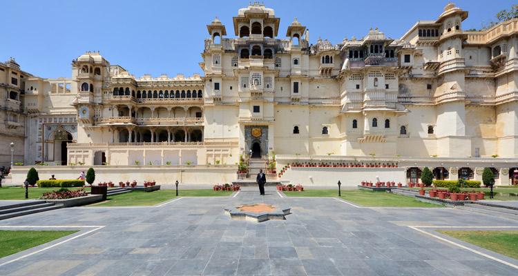 One Day Udaipur Local Sightseeing Trip by Car Jag Mandir Palace