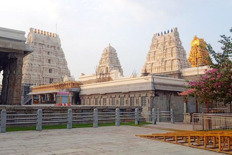 Kamatchi Amman temple with 1 Day Chennai to Mahabalipuram & Kanchipuram Trip by Cab