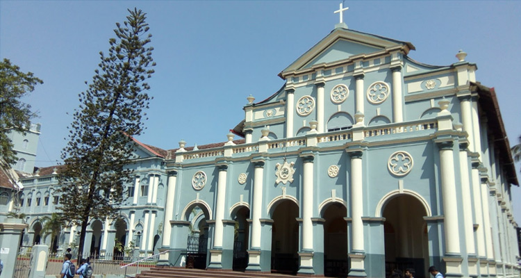 1 Day Mangalore Local Sightseeing Tour by Cab St. Aloysius Chapel