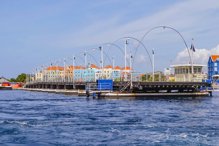Queen Emma bridge, Willemstad