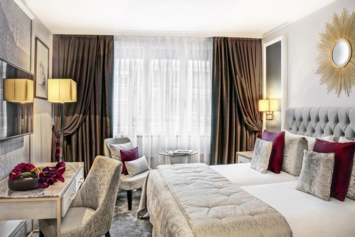 Royal Manotel Room