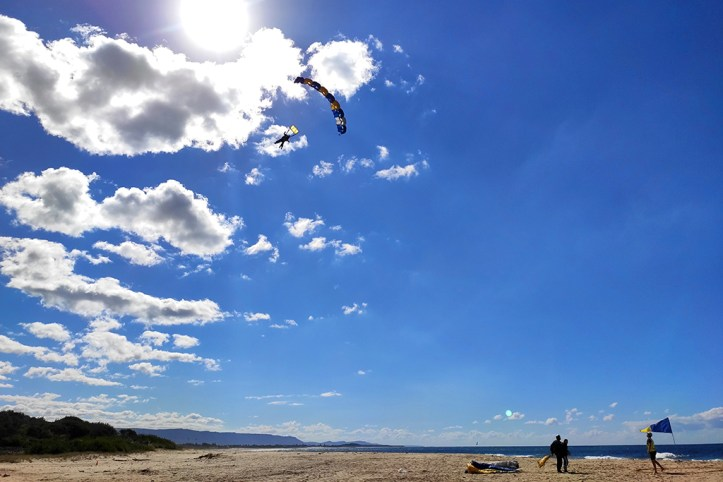 Skydive Australia landing